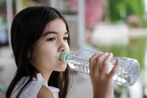 Children who don't like water are in danger of consuming 100 extra calories daily