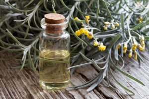 Medical News Today: What are the benefits of helichrysum essential oil?