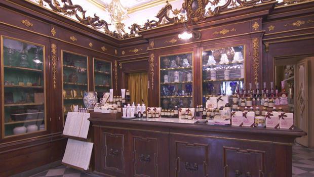santa-maria-novella-pharmacy-counter-florence-620.jpg