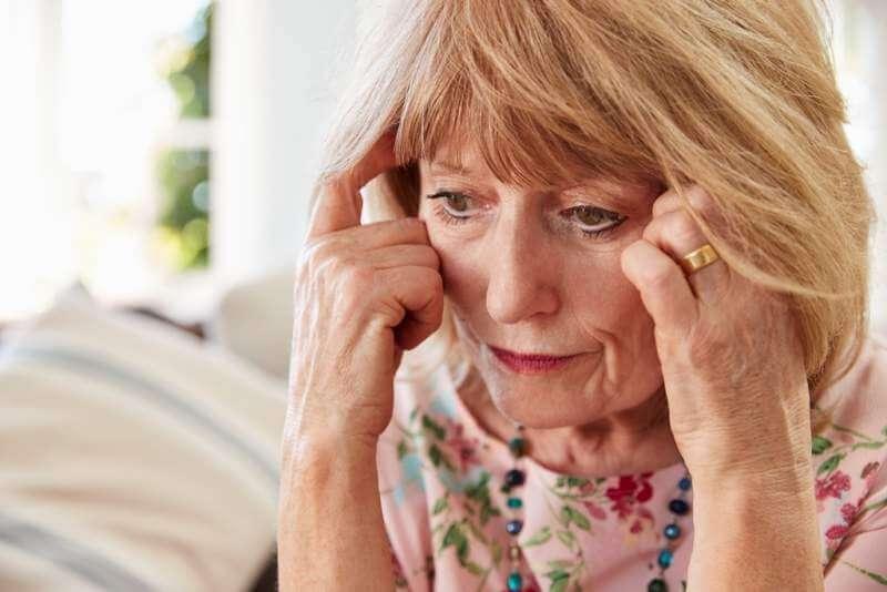 senior-woman-suffering