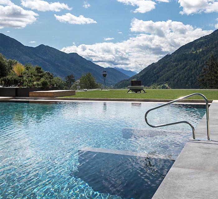 Outdoor pool Lefay eco spa healthista