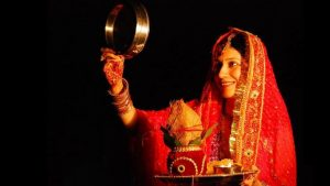 Karwa Chauth Katha Lyrics and Video in Hindi And Punjabi: Here's the Story of Rani Veeravati That Fasting Women Chant On Karva Chauth