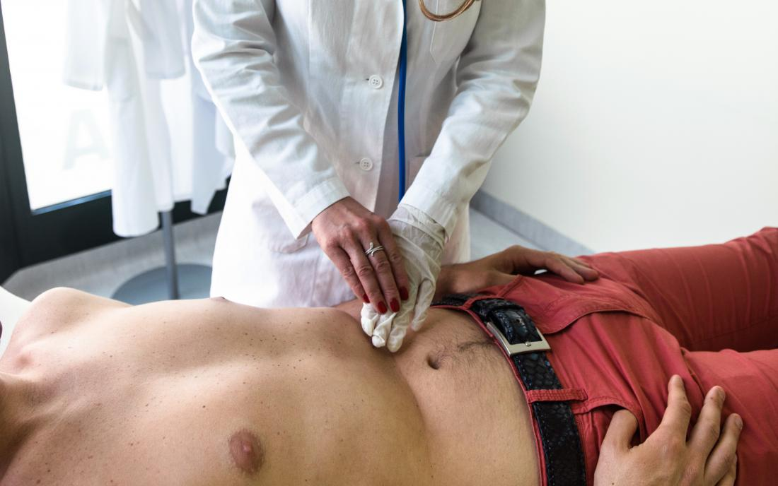 a doctor doing an examination of a persons chest to check for Epiploic appendagitis