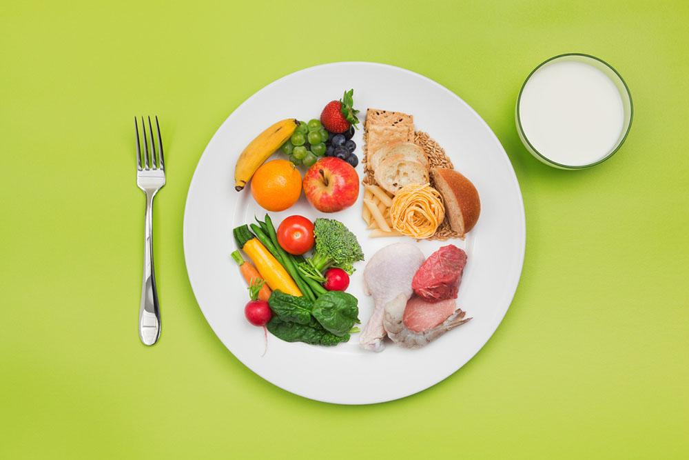 healthy-eating-balanced-plate-of-food-rowan-cheshire-British-Lion-Eggs.jpg