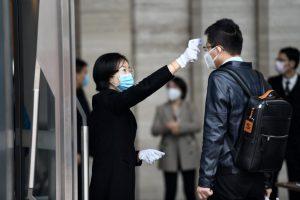 Coronavirus death toll rises above 900 as of Monday