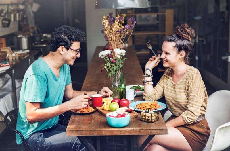 couple-eating-food-feeding-sweet-concept